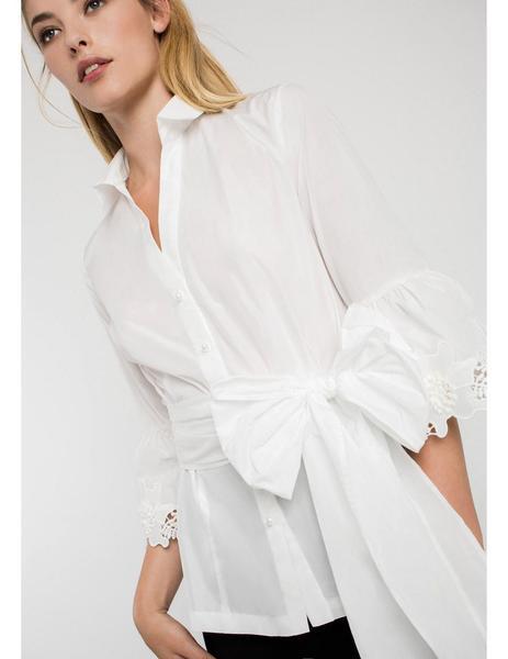e8c3d73ba69d Camisa De Fiesta Blanca Con Lazada de Alba Conde para mu